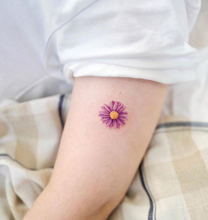 Tatuagem de flor pequena 13