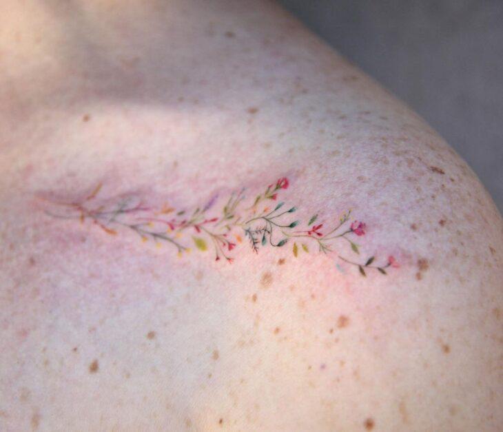 Tatuagem de flor pequena 17