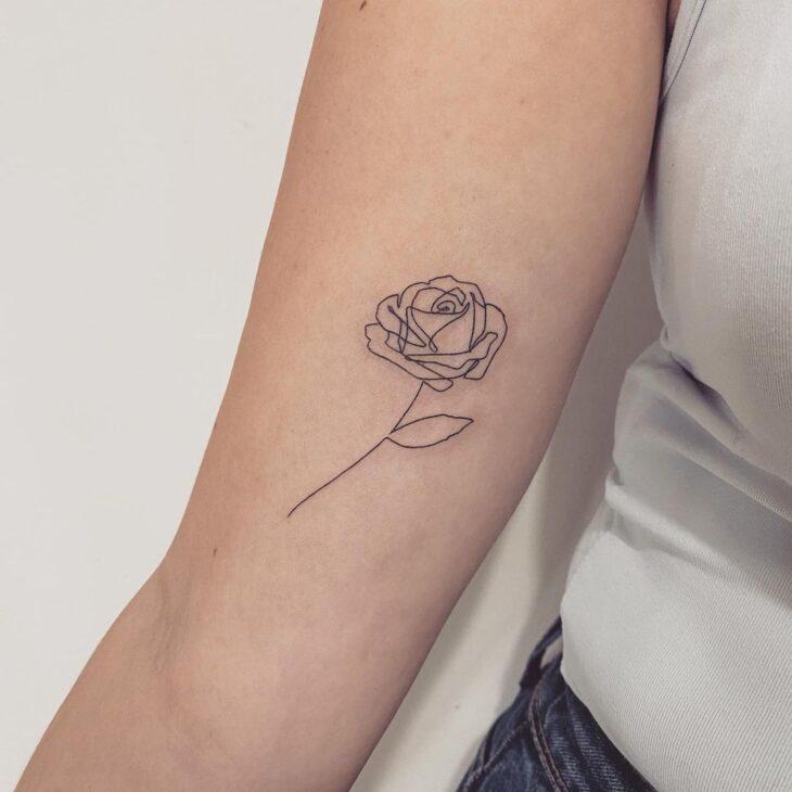 Tatuagem de flor pequena 18