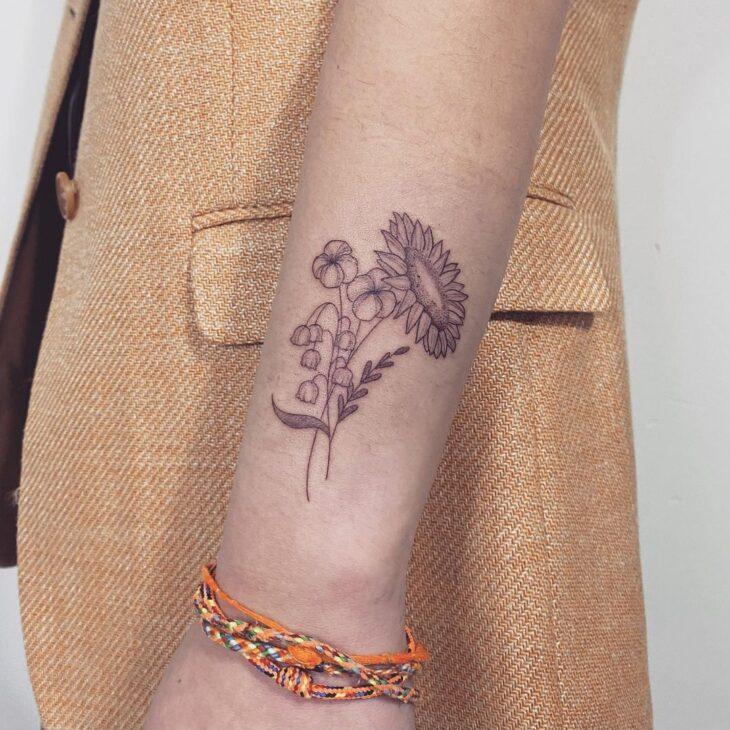 Tatuagem de flor pequena 21