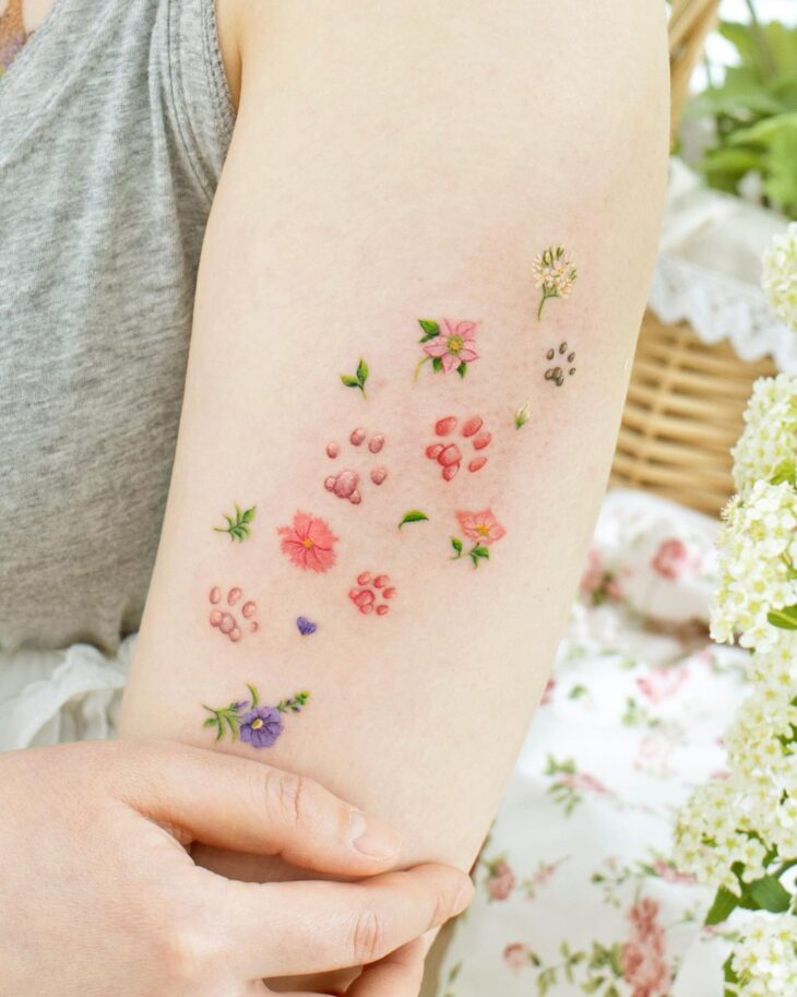 Tatuagem de flor pequena 22