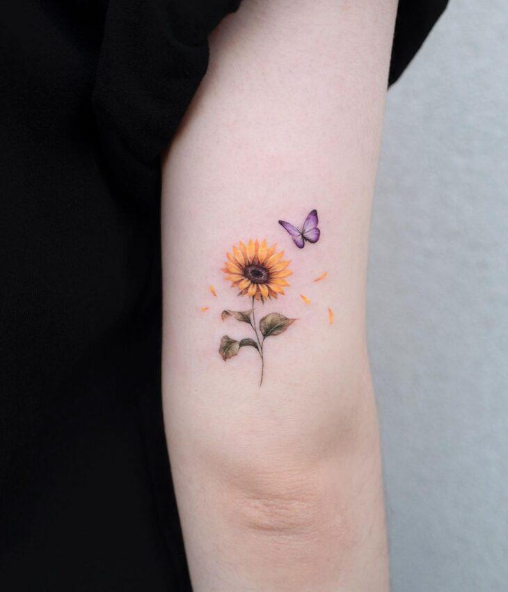 Tatuagem de flor pequena 23