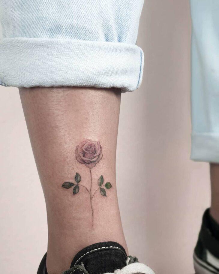 Tatuagem de flor pequena 26