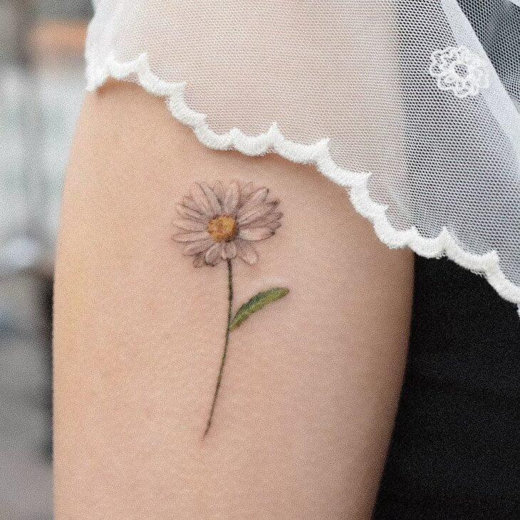 Tatuagem de flor pequena 31