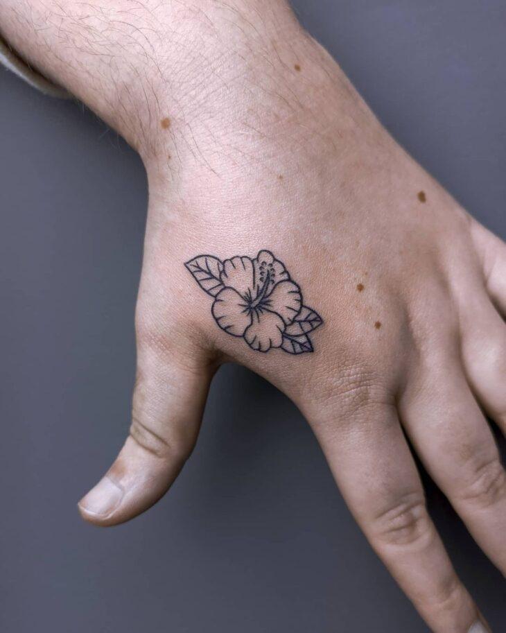Tatuagem de flor pequena 32