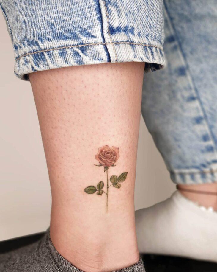 Tatuagem de flor pequena 38
