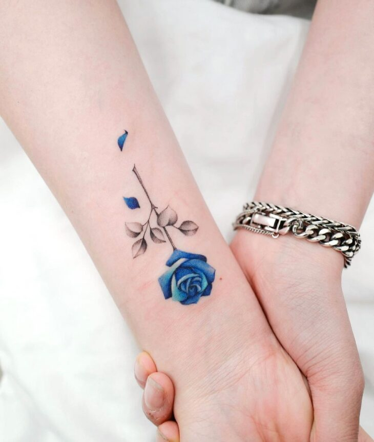 Tatuagem de flor pequena 46