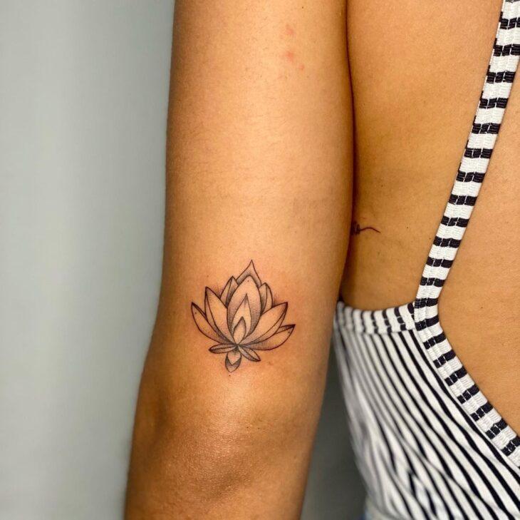Tatuagem de flor pequena 55