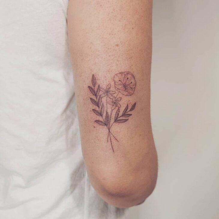 Tatuagem de flor pequena 68