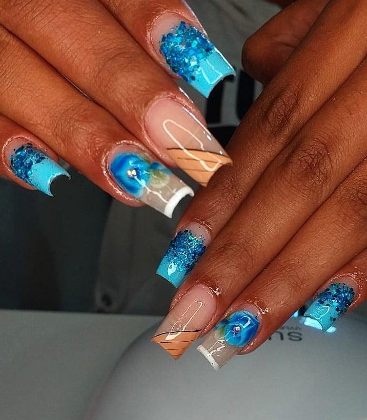 unhas decoradas azul 24