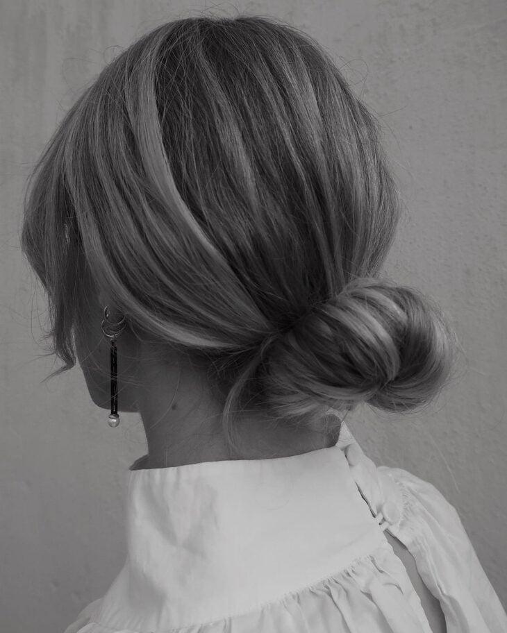 60 fotos de coque bagunçado para apostar em um penteado despojado - 62