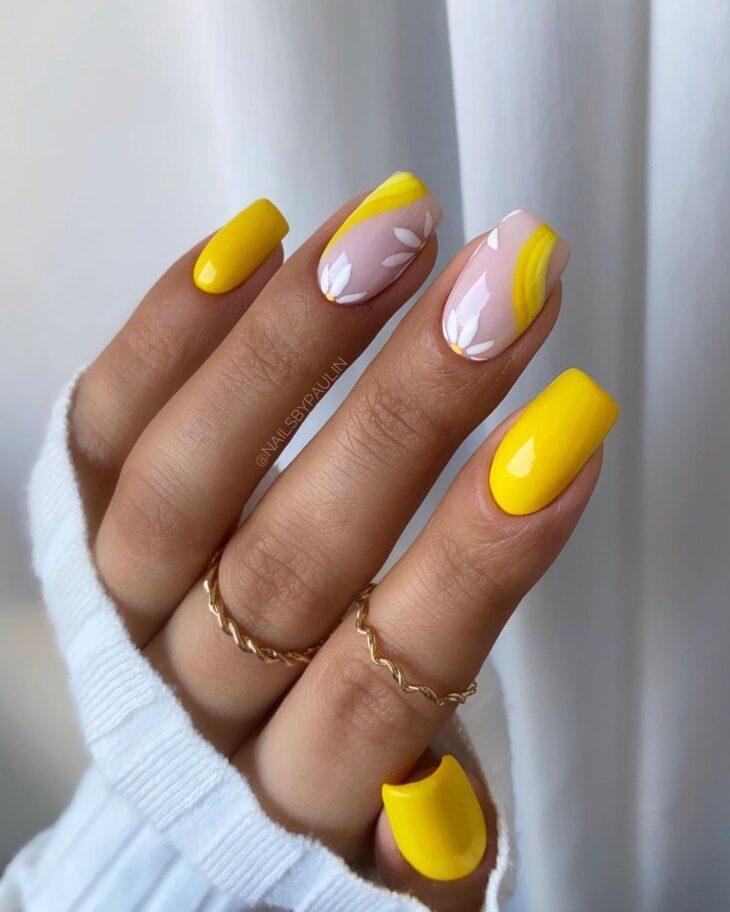 60 ideias para inovar na aparência das suas unhas com esmalte amarelo - 4