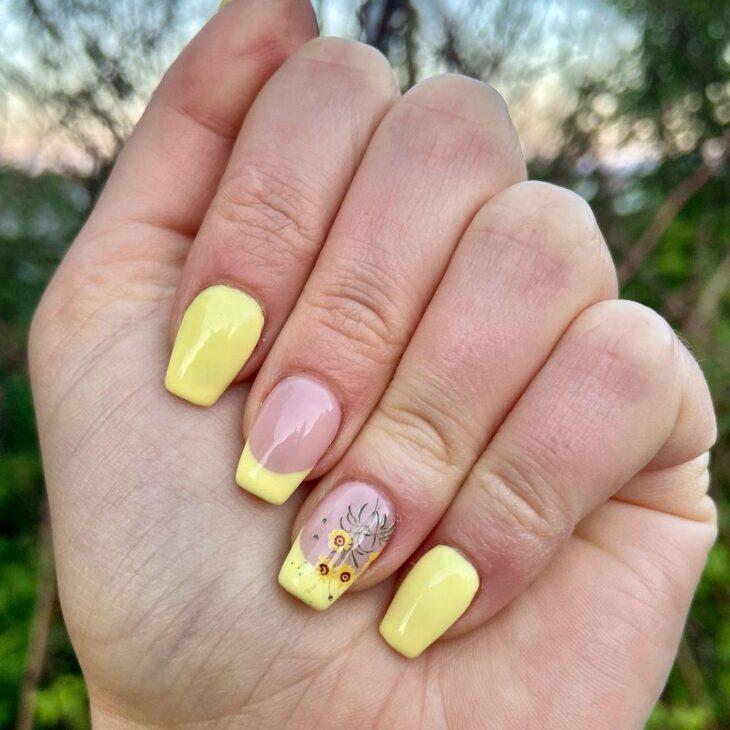 60 ideias para inovar na aparência das suas unhas com esmalte amarelo - 13