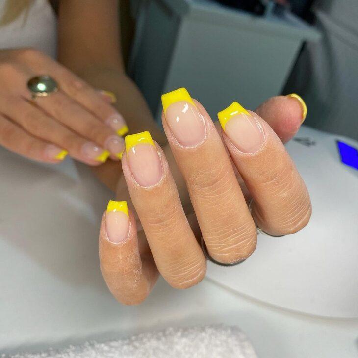 60 ideias para inovar na aparência das suas unhas com esmalte amarelo - 60