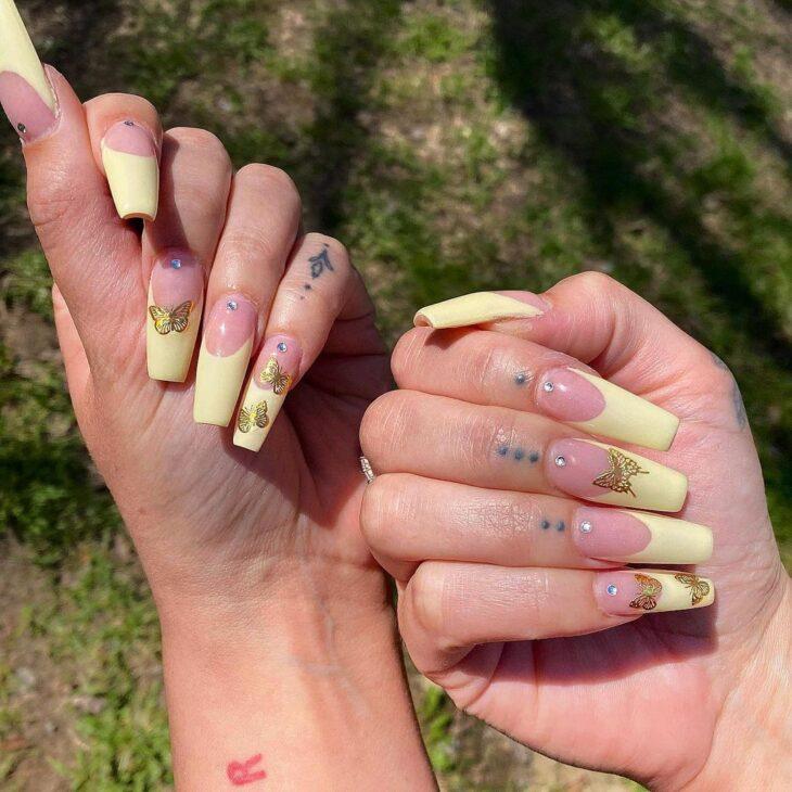 60 ideias para inovar na aparência das suas unhas com esmalte amarelo - 59