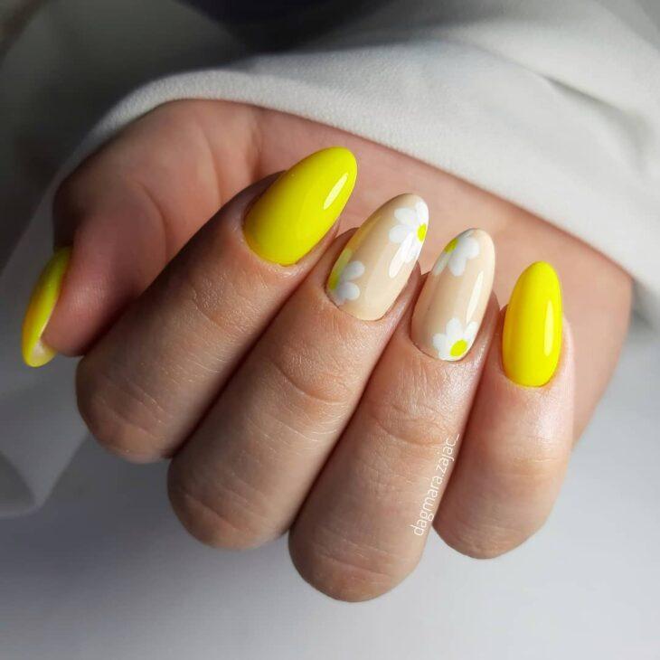 60 ideias para inovar na aparência das suas unhas com esmalte amarelo - 20