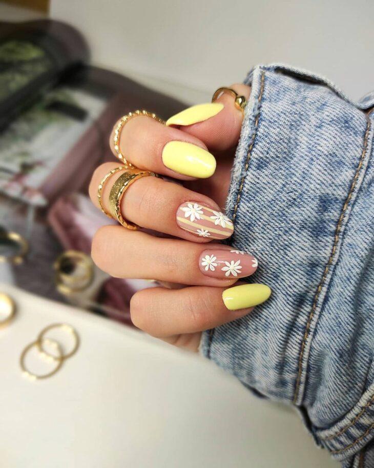 60 ideias para inovar na aparência das suas unhas com esmalte amarelo - 8