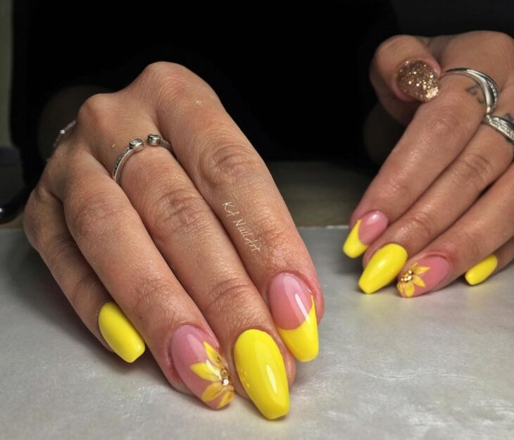 60 ideias para inovar na aparência das suas unhas com esmalte amarelo - 41