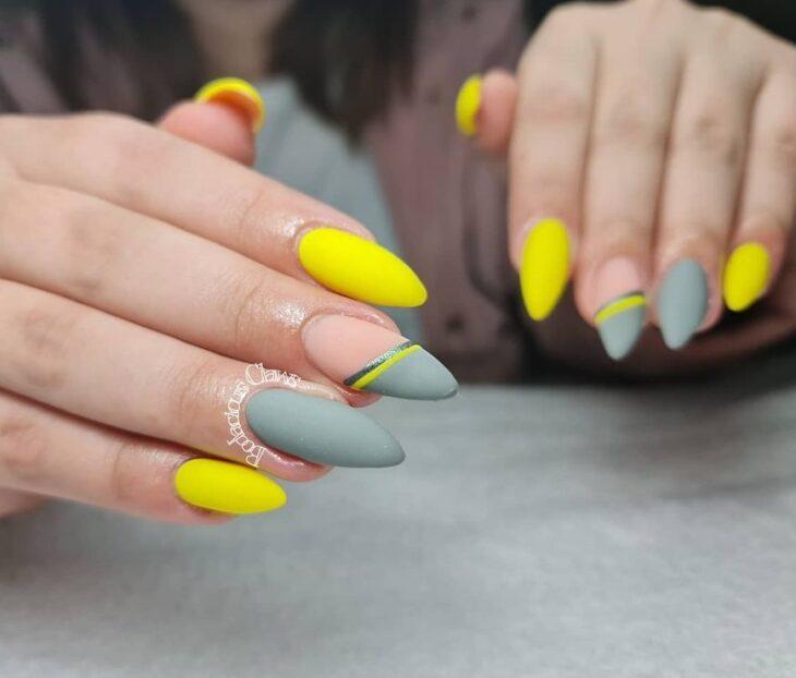 60 ideias para inovar na aparência das suas unhas com esmalte amarelo - 44