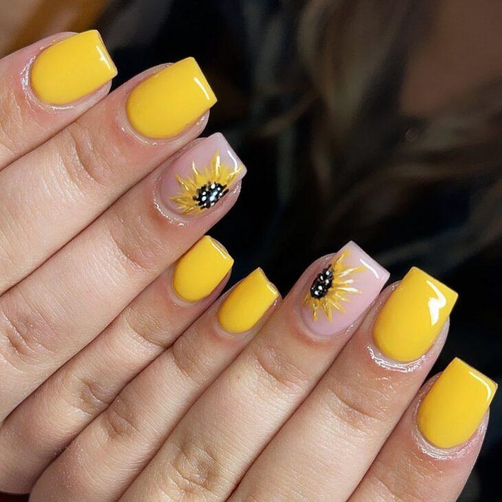 60 ideias para inovar na aparência das suas unhas com esmalte amarelo - 40