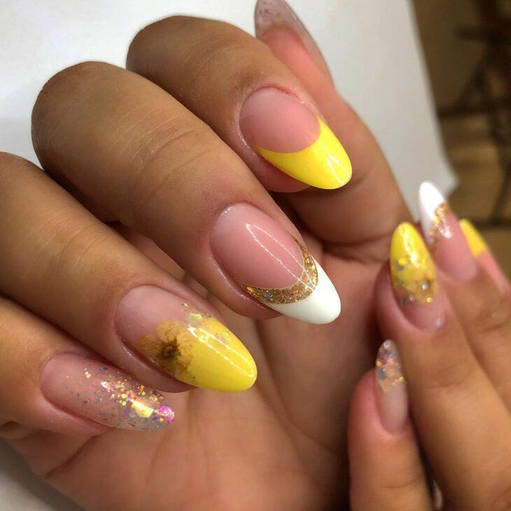 60 ideias para inovar na aparência das suas unhas com esmalte amarelo - 45