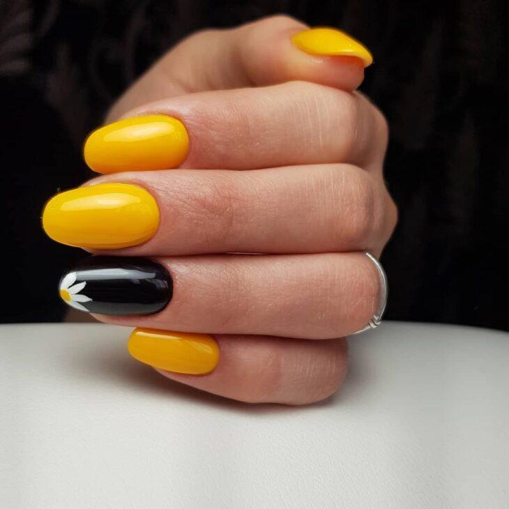 60 ideias para inovar na aparência das suas unhas com esmalte amarelo - 2
