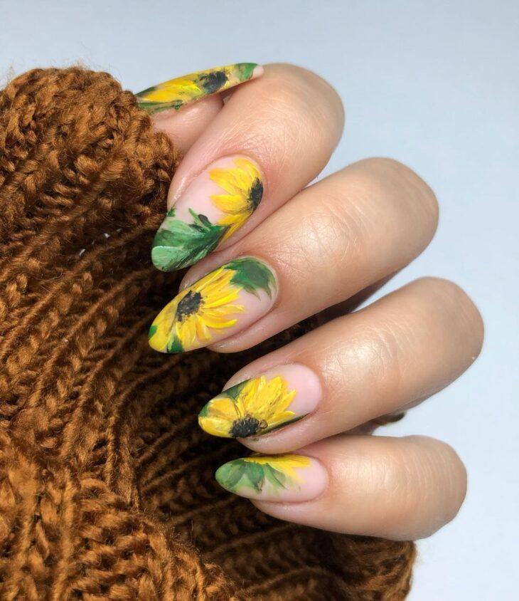 60 ideias para inovar na aparência das suas unhas com esmalte amarelo - 3