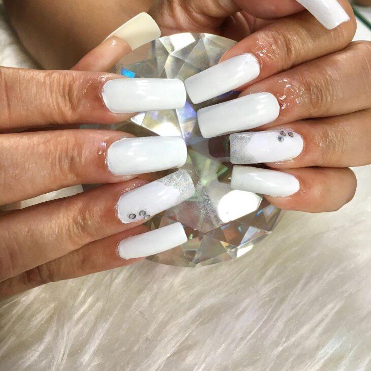 50 unhas com esmalte branco que provam a beleza desse tom clássico - 13
