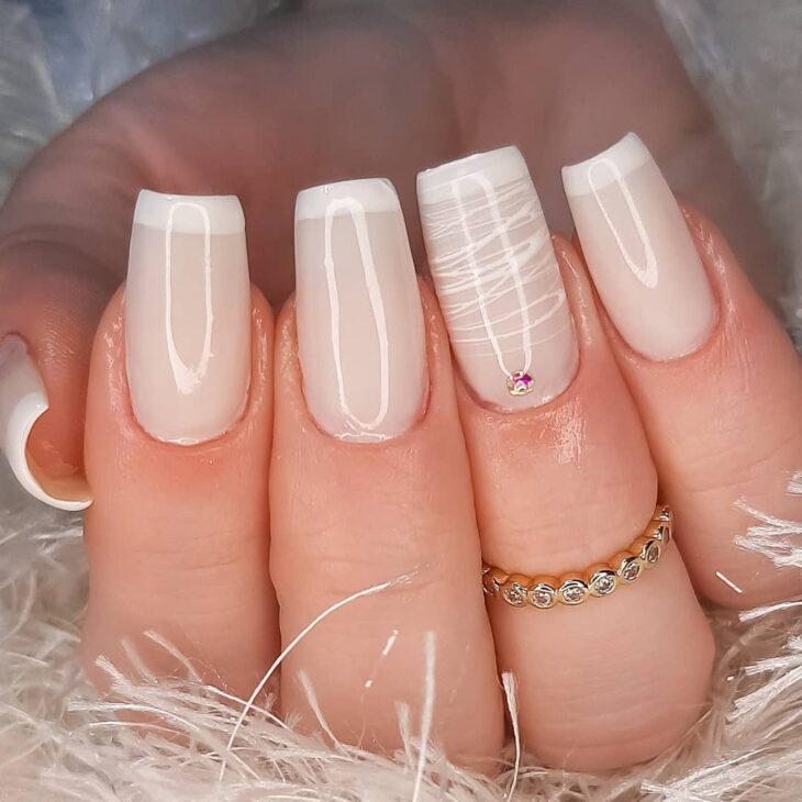 50 unhas com esmalte branco que provam a beleza desse tom clássico - 52
