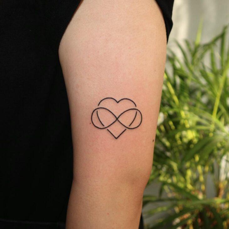 100 ideias encantadoras de tatuagem de coração para transbordar amor - 22