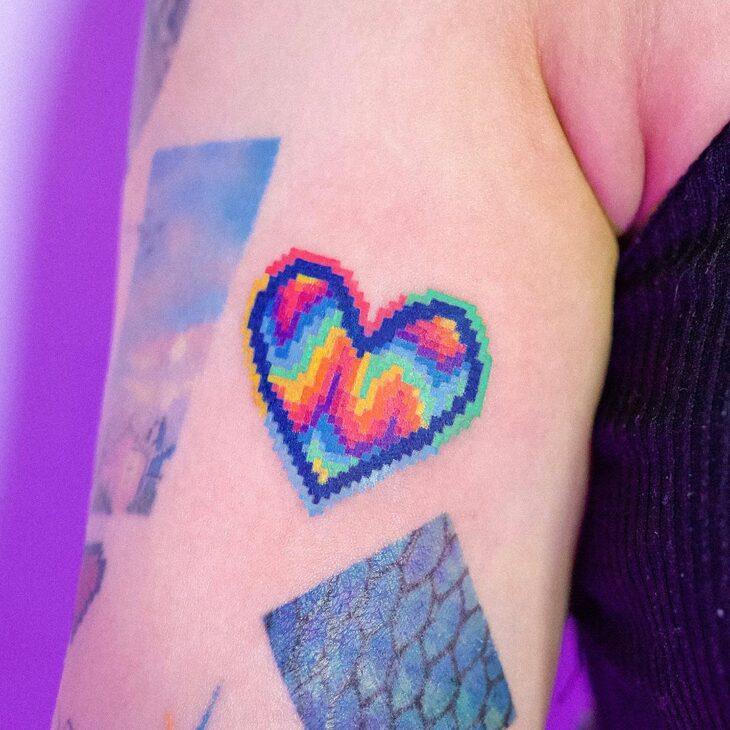 100 ideias encantadoras de tatuagem de coração para transbordar amor - 34