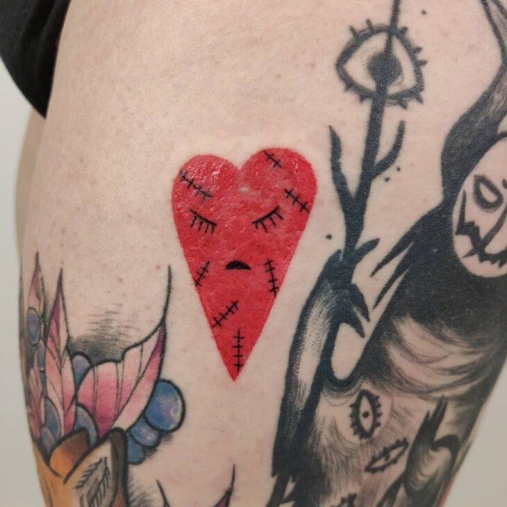 100 ideias encantadoras de tatuagem de coração para transbordar amor - 39