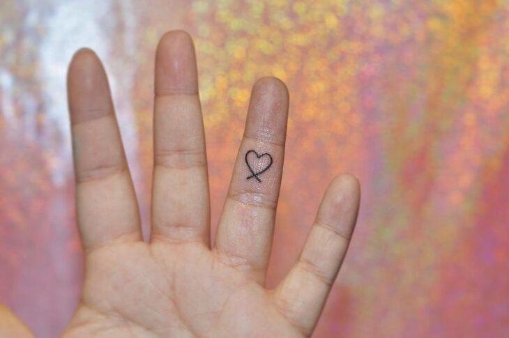 100 ideias encantadoras de tatuagem de coração para transbordar amor - 57