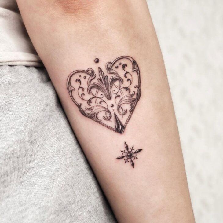 100 ideias encantadoras de tatuagem de coração para transbordar amor - 66