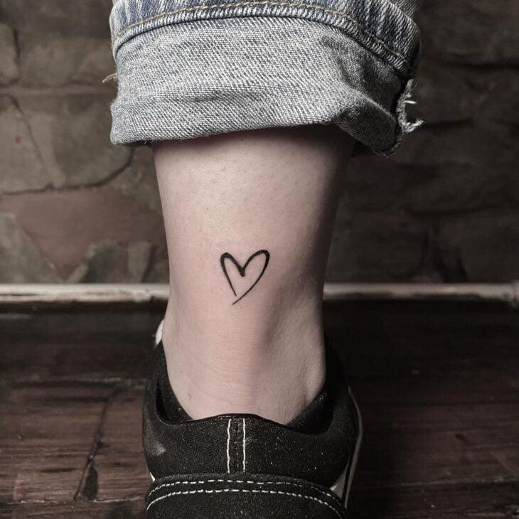 100 ideias encantadoras de tatuagem de coração para transbordar amor - 70