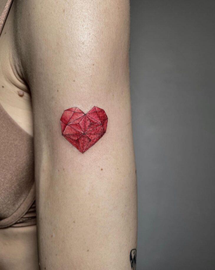 100 ideias encantadoras de tatuagem de coração para transbordar amor - 87