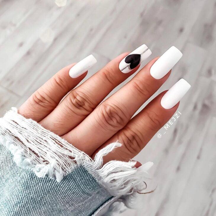 50 unhas com esmalte branco que provam a beleza desse tom clássico - 7
