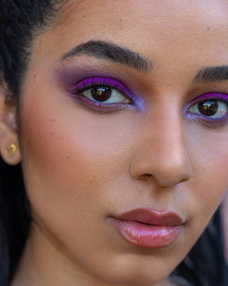 40 ideias de maquiagem roxa para fugir do tradicional e esbanjar estilo - 1