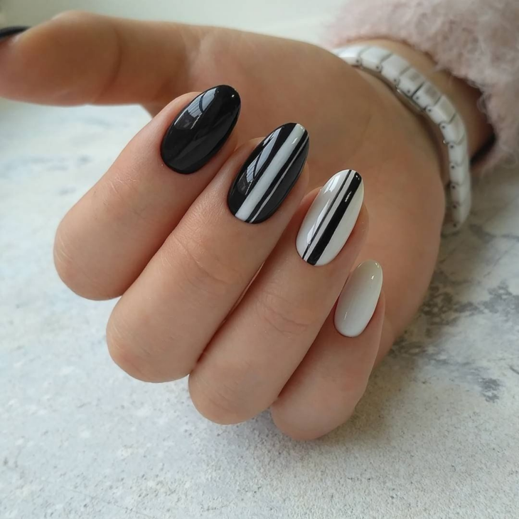 unhas decoradas em preto e branco 59