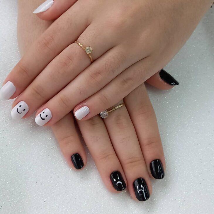 unhas decoradas em preto e branco 24