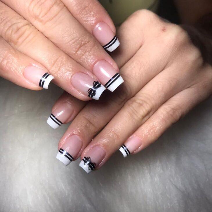 unhas decoradas em preto e branco 31