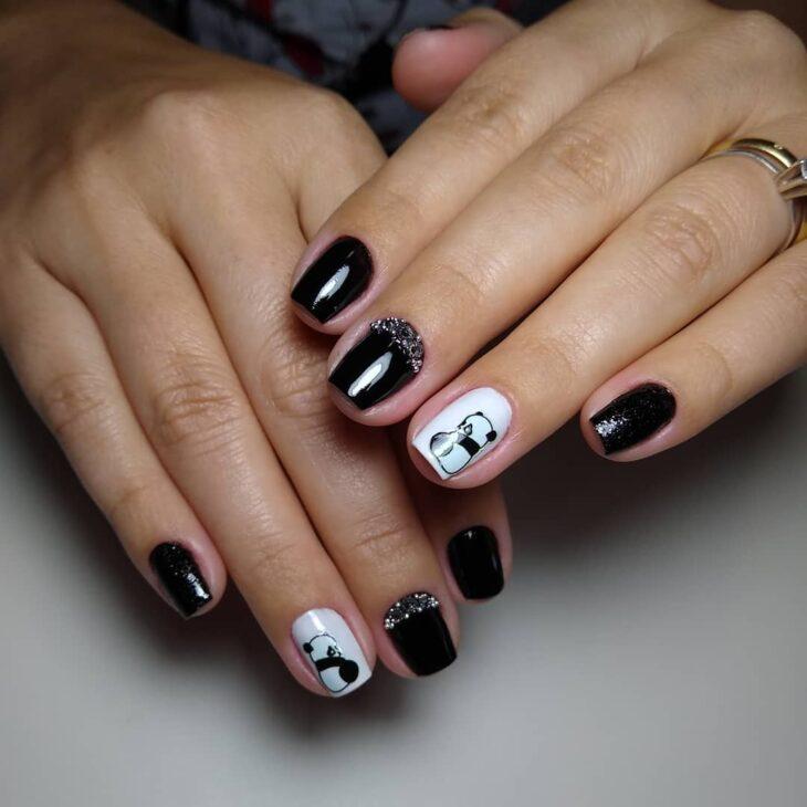 unhas decoradas em preto e branco 53