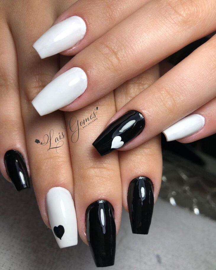 unhas decoradas em preto e branco 57