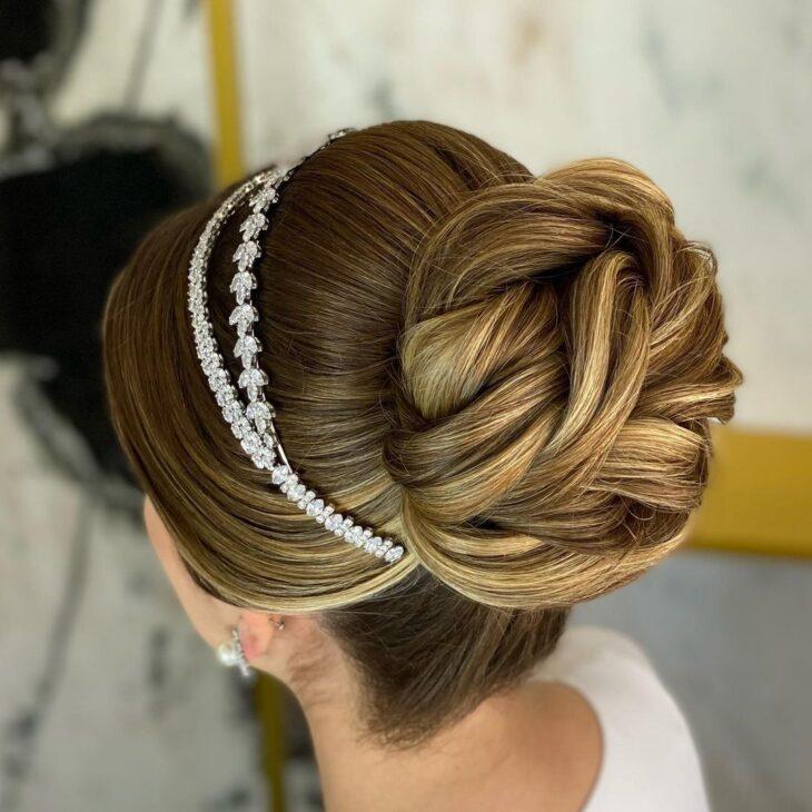 penteados com tiara 32