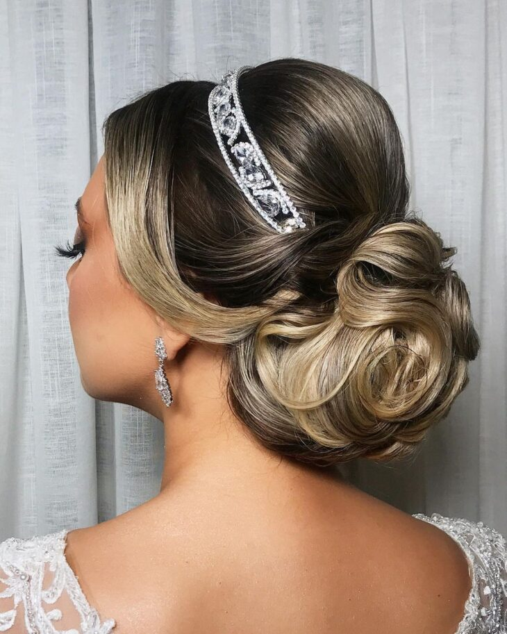 penteados com tiara 41