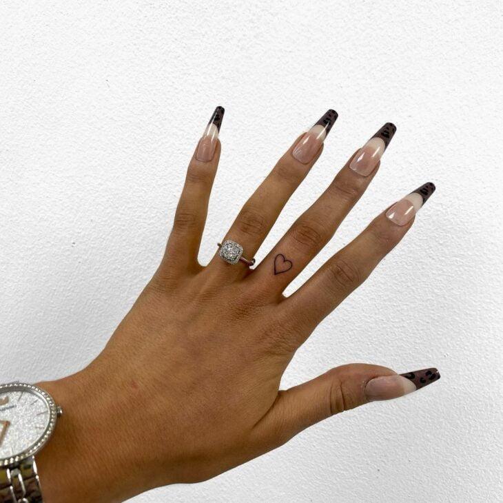 tatuagem no dedo 61