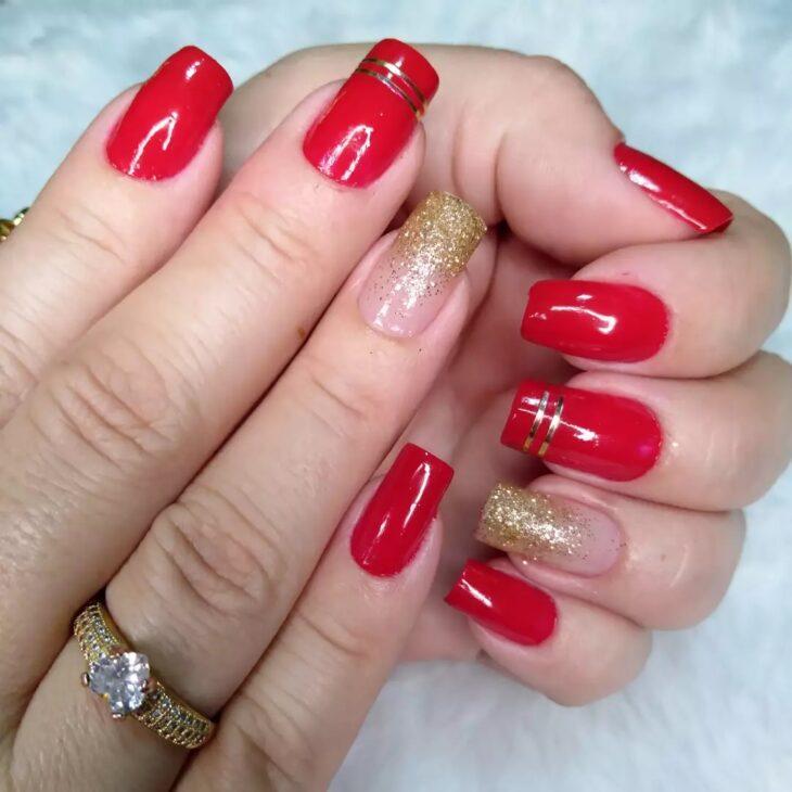 unhas vermelhas com glitter 17