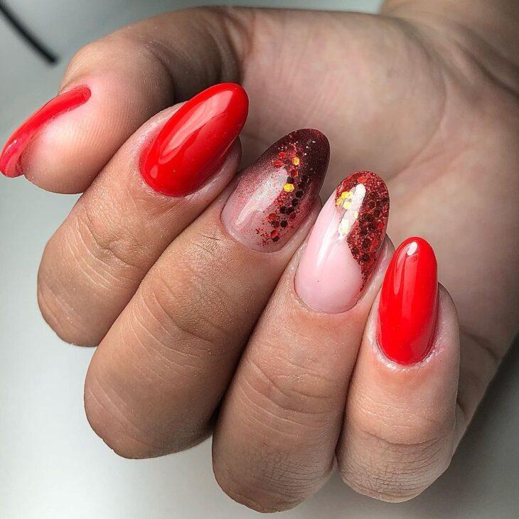 unhas vermelhas com glitter 22