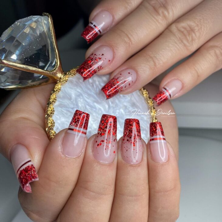 unhas vermelhas com glitter 23