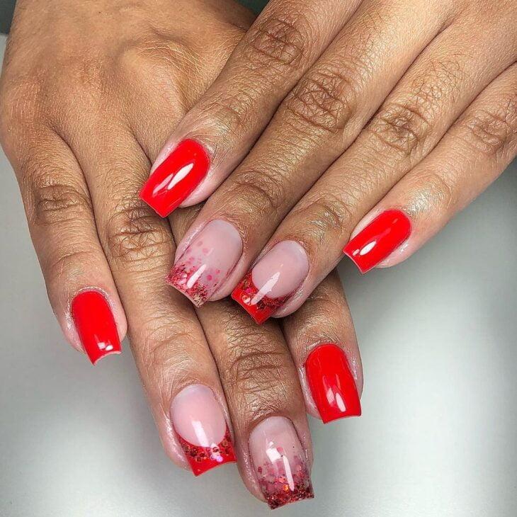 unhas vermelhas com glitter 24